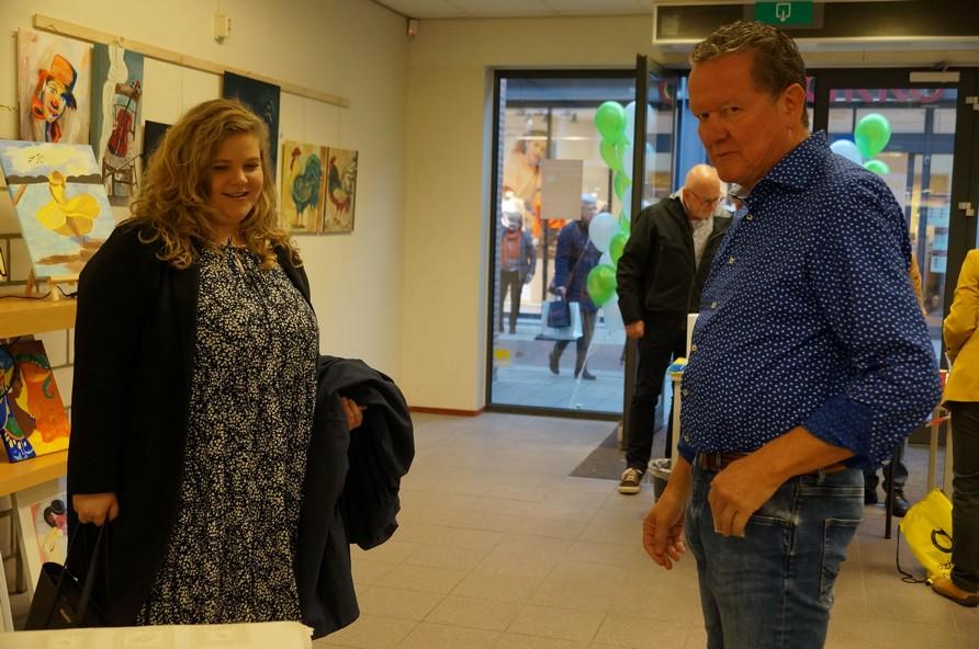 Anne Thielen overtuigt zichzelf van de kwaliteit van Expositie 2020